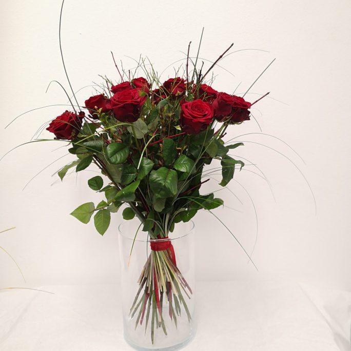 Rote Rosen zum Strauß
