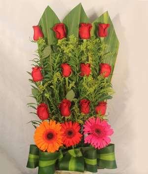 Amor mágico Arreglo con rosas para Arreglos florales Tijuana - Florerias en Tijuana