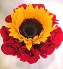 Caja de rosas con girasoles para Arreglos florales Tijuana - Florerias en Tijuana
