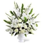 arreglo de lilis y rosas blancas