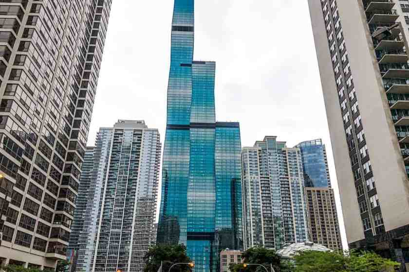 Skyscrapers in Chicago on walking tour