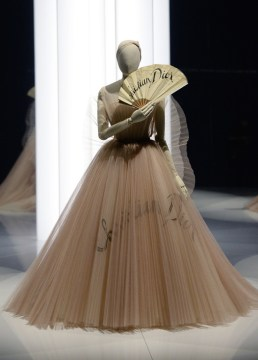 Christian-Dior-Designer-Dreams-Exhibition-3