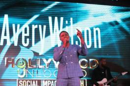 Avery Wilson shuts down the stage