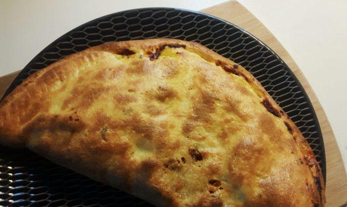 Koolhydraatarme pizza calzone - flowcarbfood.nl