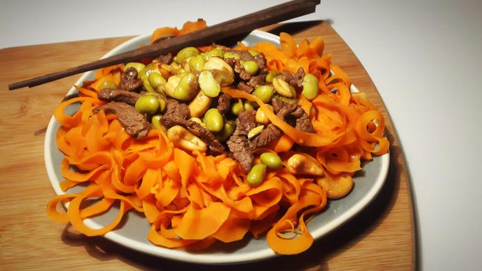 koolhydraatarme wortelnoedels met runderreepjes