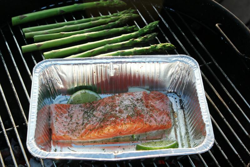 zalm en groene asperges barbecue