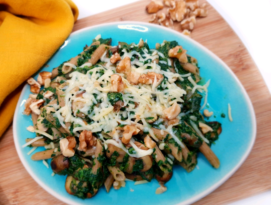 Koolhydraatarme pasta met spinazie, champignons en walnoten