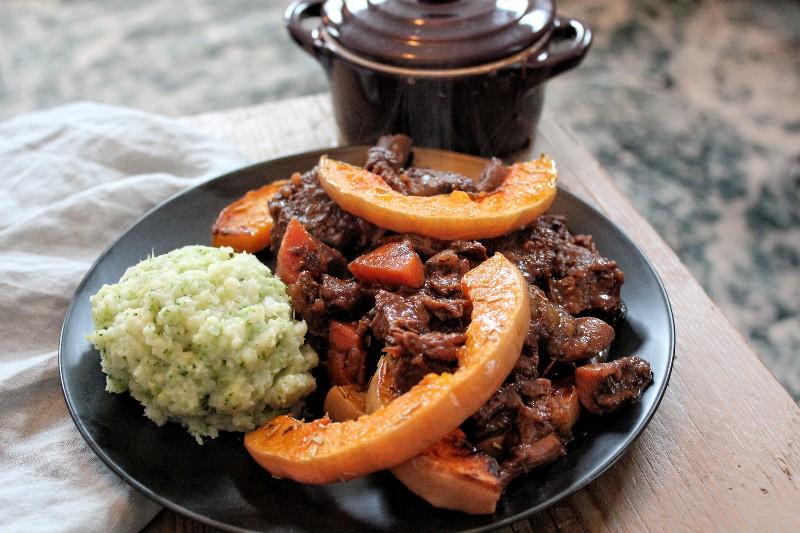 Stoofvlees met geroosterde pompoen en broccoli-bloemkool puree