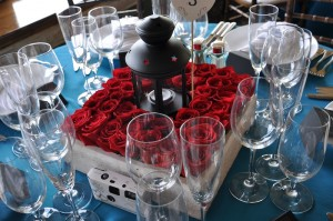 flowerduet-redrose-lantern-centerpiece
