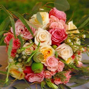 flowerduet-spring-colored-bouquet