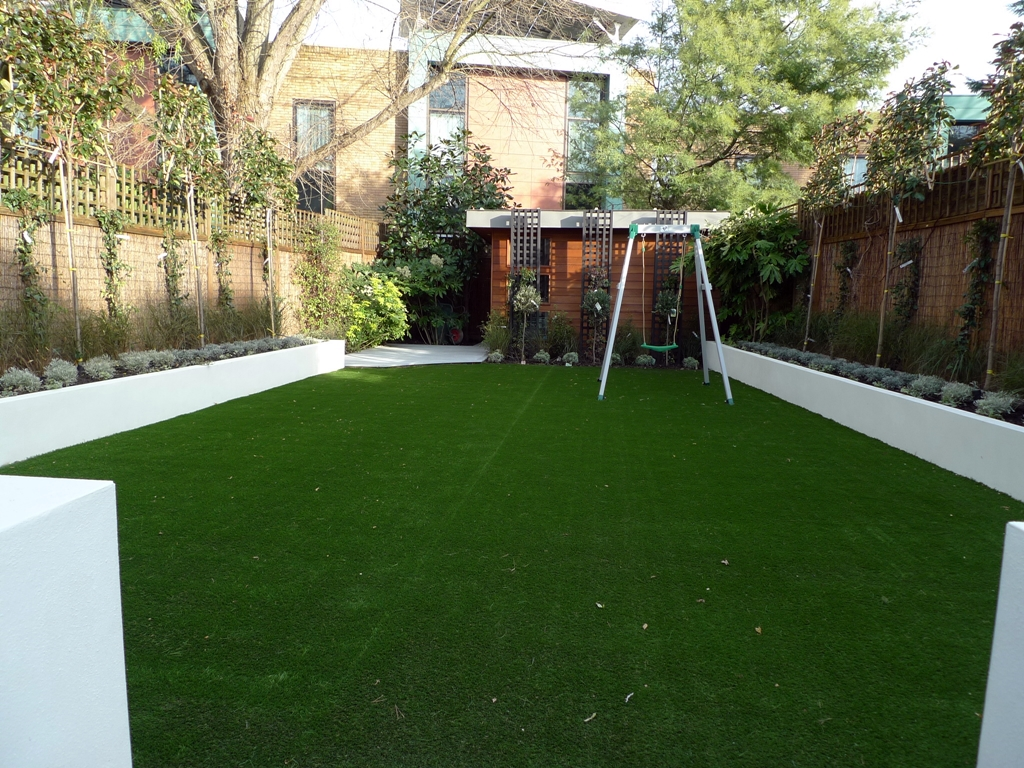 Modern low maintenance minimalist garden design idea ... on Minimalist Backyard Design id=77090