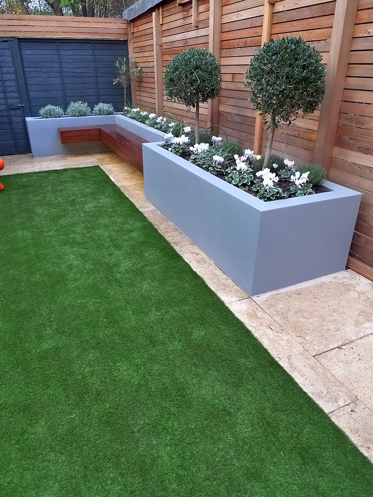 modern garden design small london cedar screen grey raised ... on Patio And Grass Garden Ideas id=15492