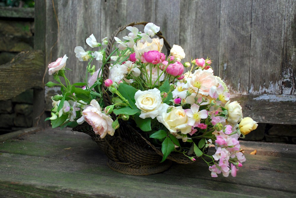 Flower Baskets Photos : A tisket tasket flowers in basket flower magazine