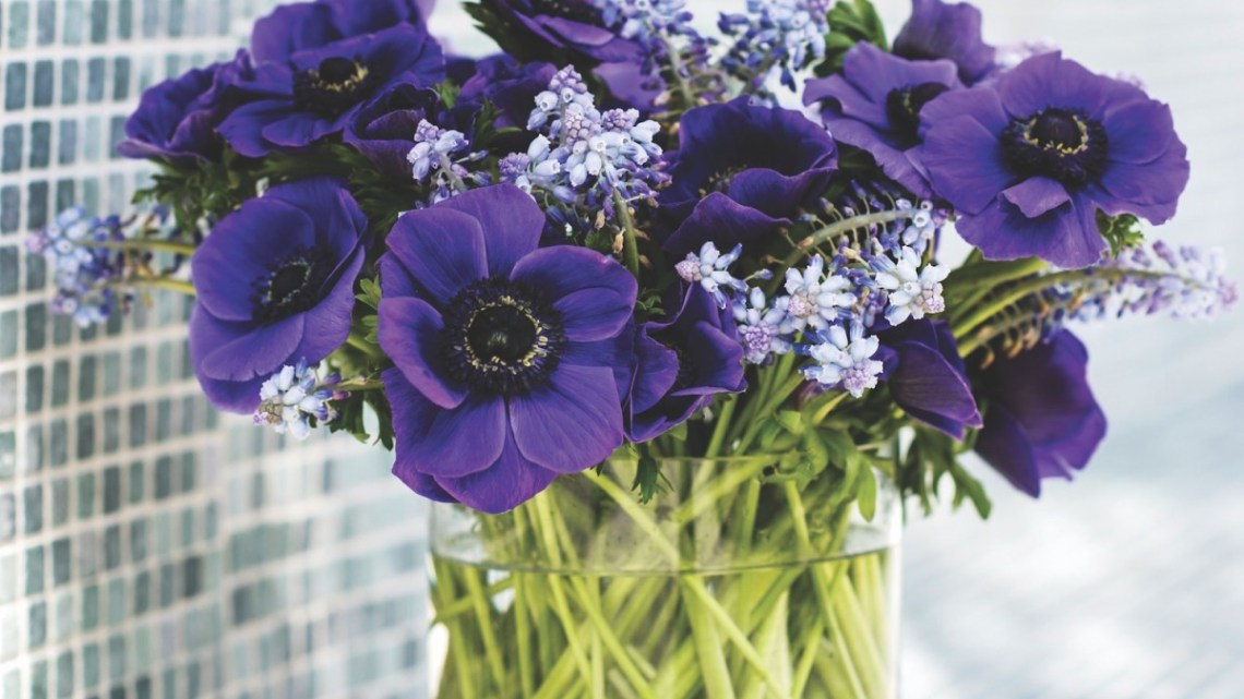 Simple Flower Arrangements (Three Flowers or Less!) - Flower Magazine