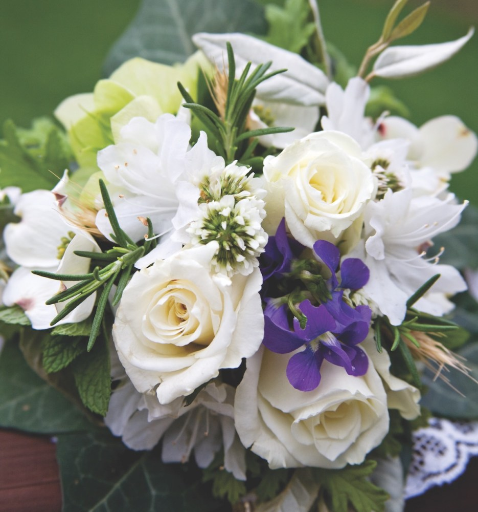 white tussie mussie, wedding flowers, meanings of flowers