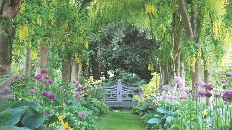 nancy lancaster, haseley court garden