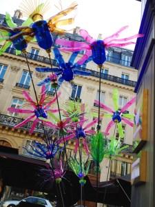 L'oeuvre Flowers of change de Pierre Estève exposé devant l'Hotel W à Paris