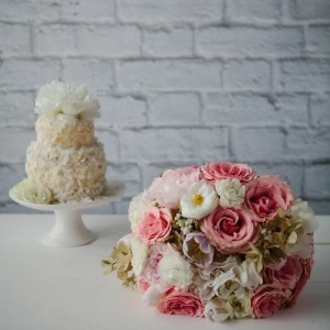wedding bouquet and cake
