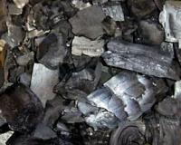 Древесный уголь предохранит корни растений от загнивания