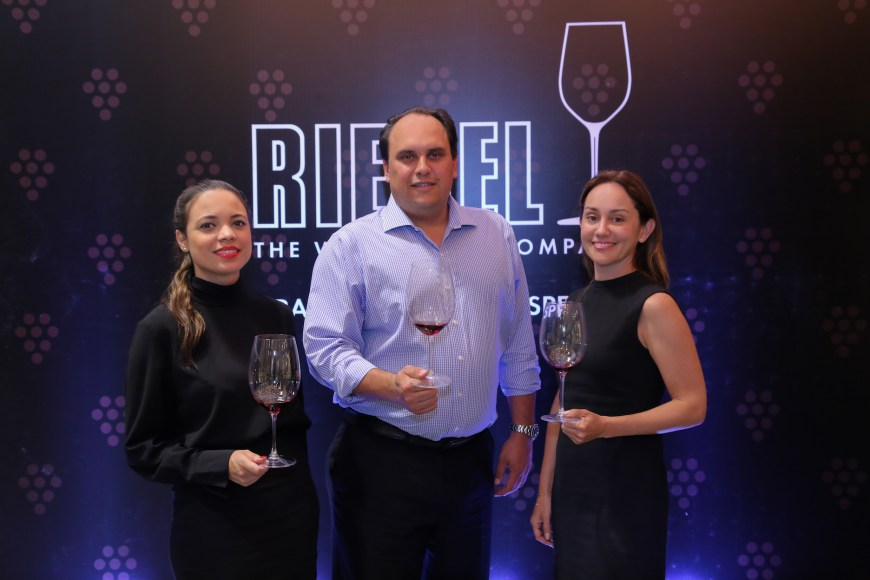 1. Michelle Menéndez, Christian K. Valldejuli y Carolina Otero (foto principal)