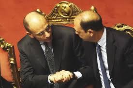 Stretta di mano tra Letta e Alfano dopo il voto di fiducia in Senato