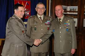 Il gen. Stefanini (a dx) con il Capo SME e l'attuale SSS Rossi, già SCaSME