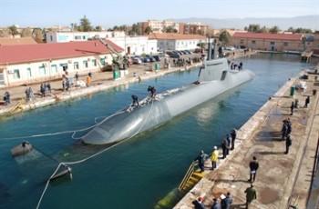 Sommergibile ai lavori in bacino nell'Arsenale di Messina