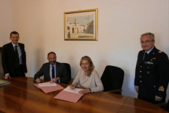 La dr.ssa Corradoal momento sella firma della convenzione con Difesa Servizi SpA (aprile)