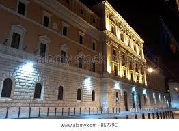 Suggestiva immagine notturna di Palazzo Esercito