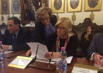2.05.2016-La Ministra Pinotti firma il protocollo d'intesa sulle funzioni civili
