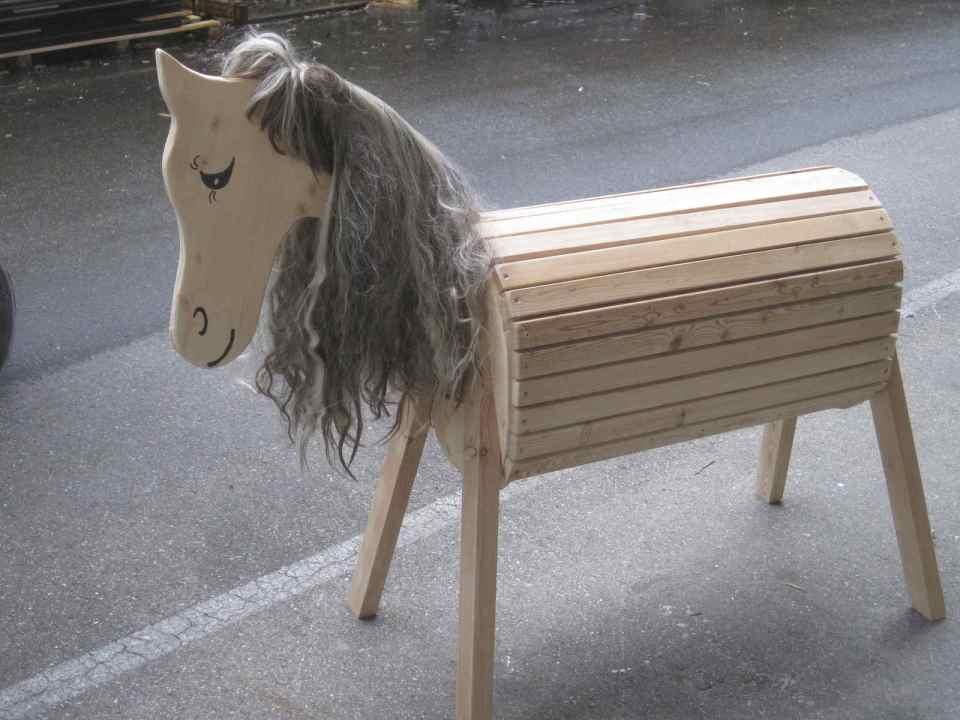 Pferd mit grauer Mähne