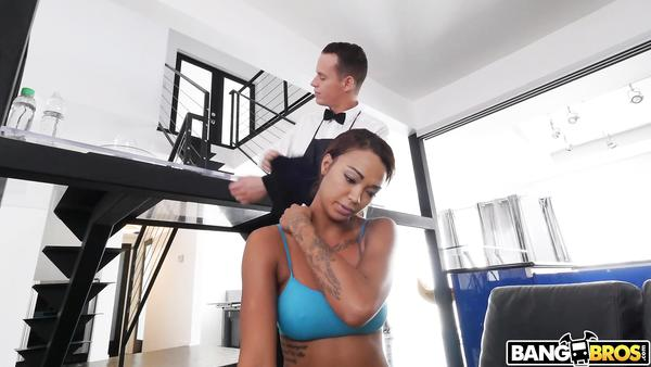 Uşağına siktiren latin kız pornosu