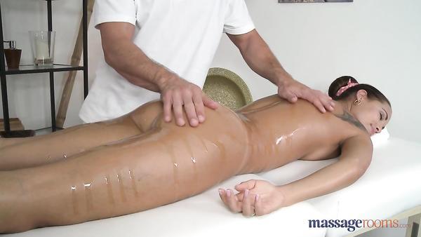 30 yaşındaki kadının mutlu sonlu masaj pornosu