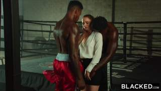 Tori Black iki zenci boksör arasında tost oluyor