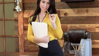 Patron sekreteri olan Alina Lopez'i biçecek