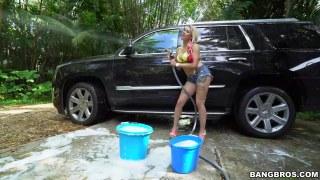 Araba yıkama elemanı ile sikişiyor