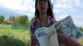 Gözlüklü öğrenci kızla cash para karşılığı sex