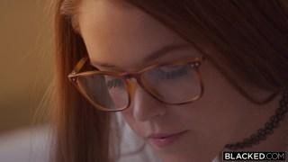 Gözlüklü teen kız büyük yaraklı zenciye gönlünü kaptırdı