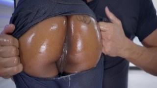 Kadının pantolonu yırttı azgınlıktan