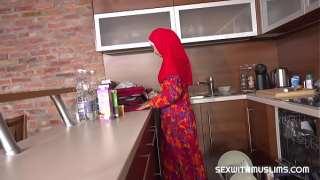 Mutfakta güzel bir arap kadın var