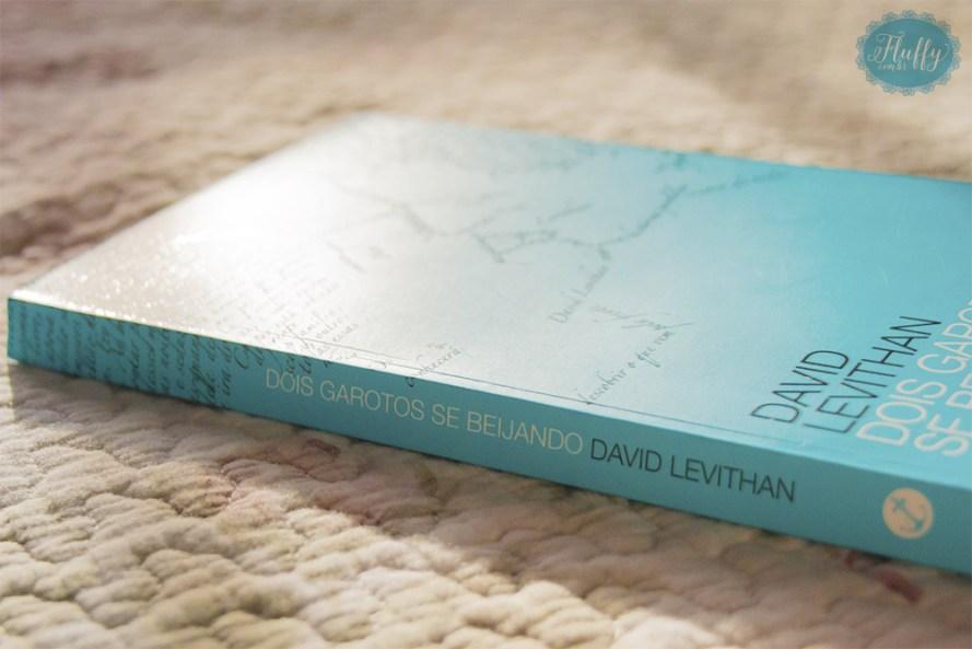 resenha do livro Dois garotos se beijando