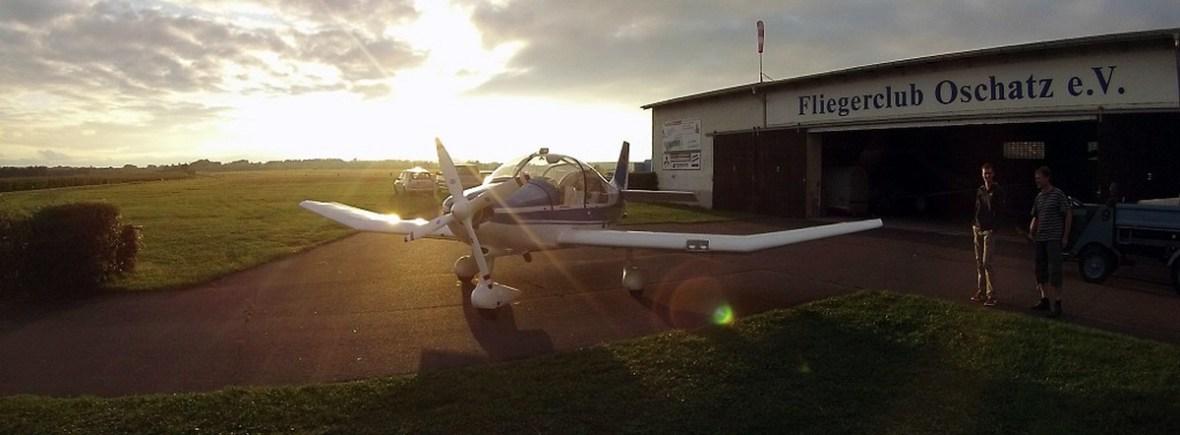 Remoquer vor Vereinshalle des Fliegerclub Oschatz e.V.