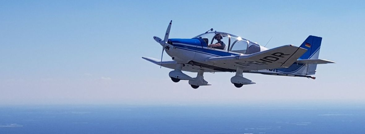 Remorqueur im Flug D-EHDR