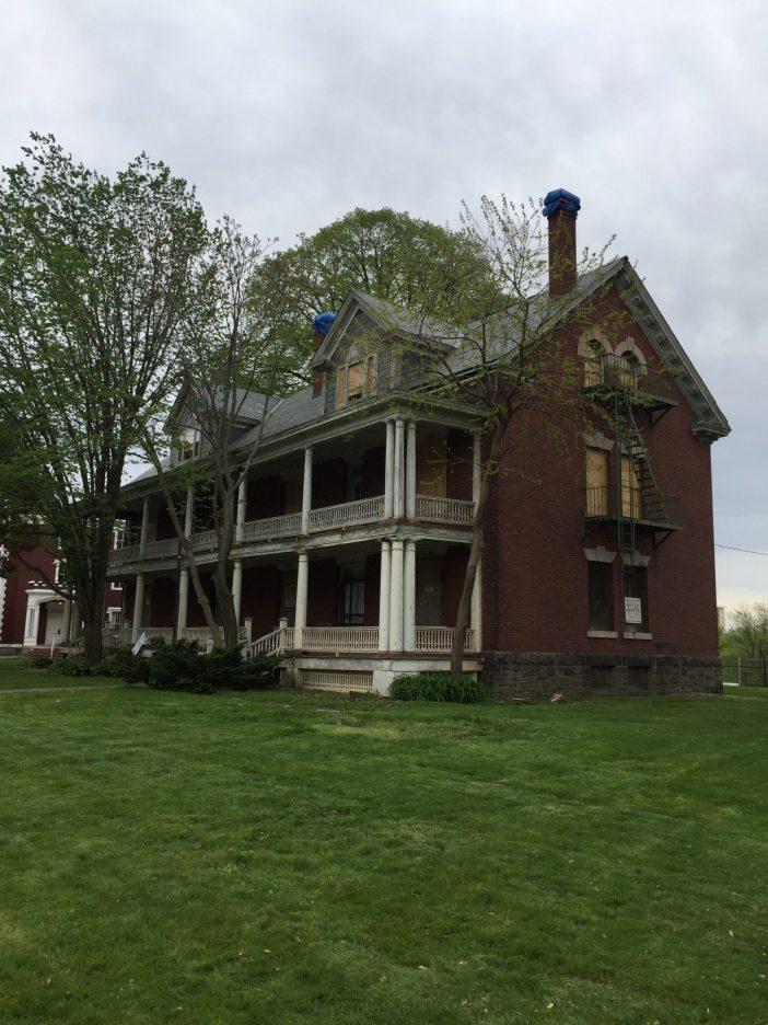 Fort Totten 原国民兵军营破败的老房子