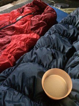 Im Stall schlafen wir für einmal ohne Zelt, aber es ist kalt
