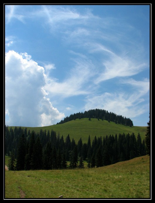 peisaj cu nori Muntii Apuseni