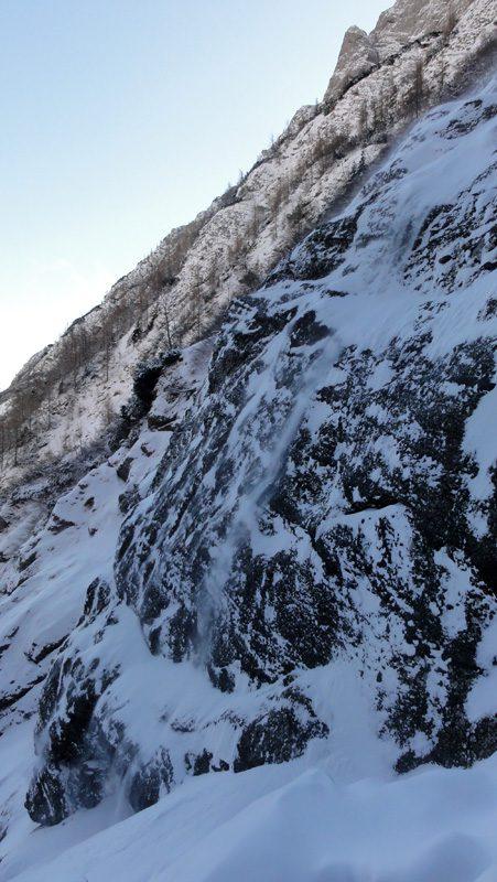 valea alba iarna, muntii bucegi