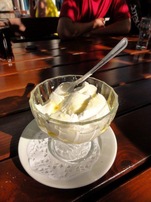desert iaurt cu miere bulgaria