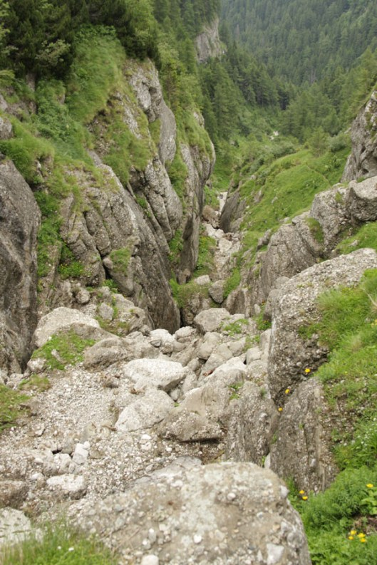 vale de abrupt nemarcata, muntii bucegi