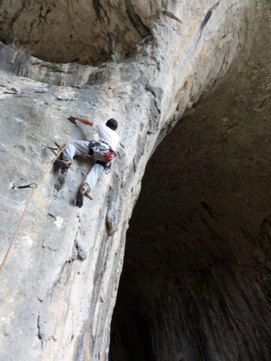escalada in pestera karlukovo catarare bulgaria